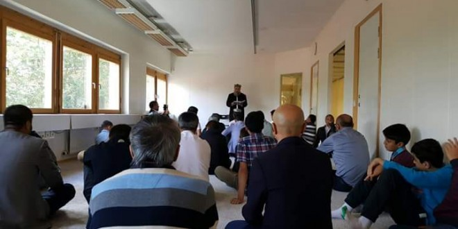 الجالية الأويغورية فى السويد يفتتحون مسجدهم بصلاة الجمعة
