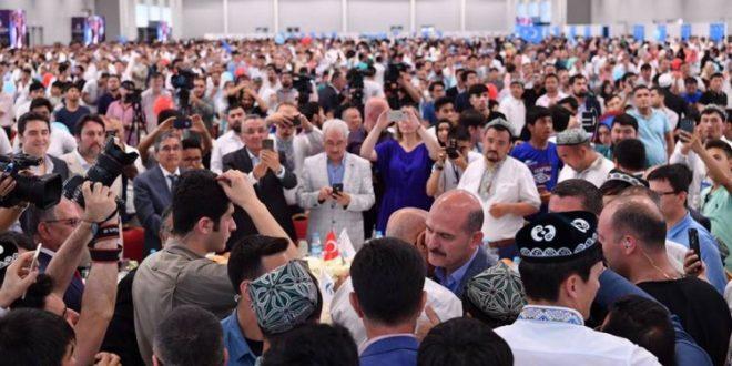 وزير الداخلية التركي يتعهد بمنح الإقامة المؤقتة لأتراك تركستان الشرقية