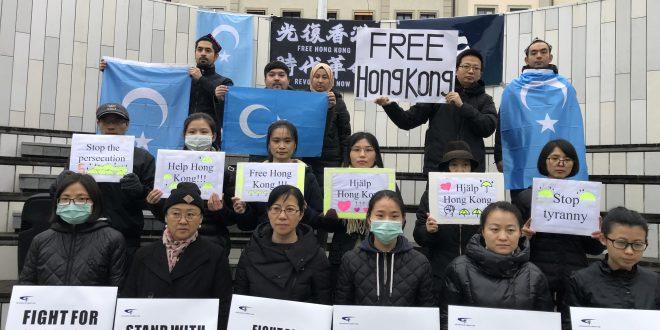 """شموع وزهور ضد """"القمع"""" الصيني للإيغور"""
