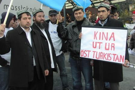 Föreningens historia  Uiguriska Utbildningsföreningen (UUF) grundades av et gäng religiösa ungdomar i ett hus i skogs Stockholm i början av 2006. förste ordförande var Abdul ahad Mohammad. Föreningens […]