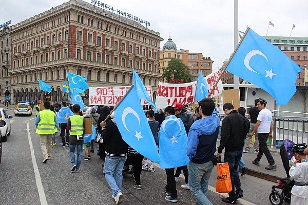 Uygur Türkleri, Stockholm'de Tayland'ı protesto etti…FOTO
